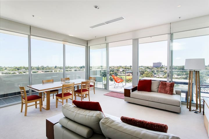 Penthouse at 'The Watson' close to the city - Walkerville - Huoneisto