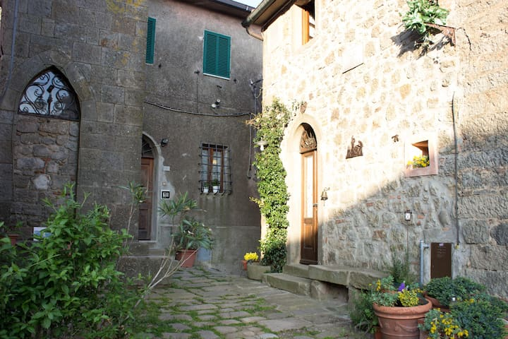 Country House on the Tuscan hills - Sassofortino - Casa