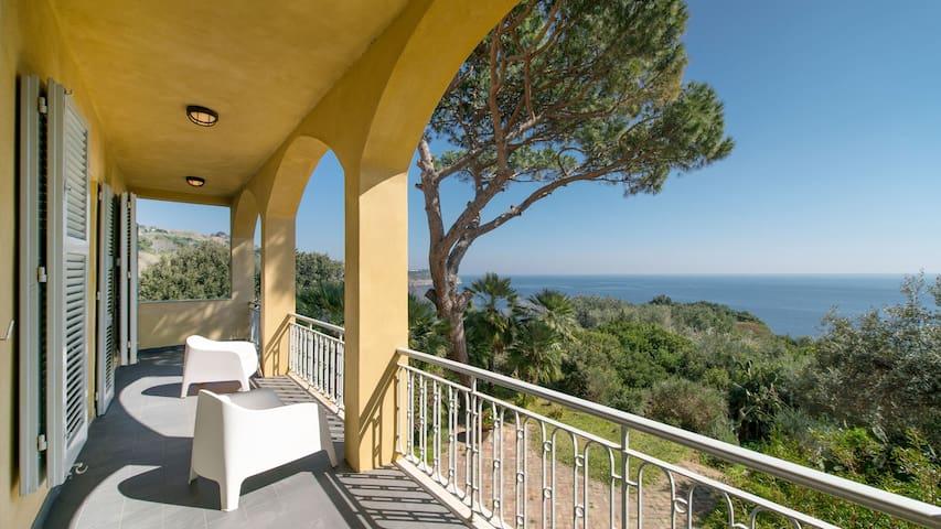 Villa con discesa privata al mare - Procida - วิลล่า