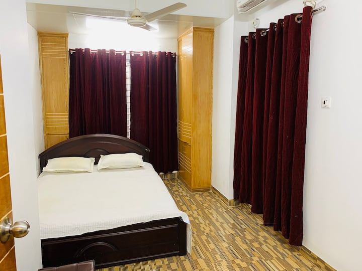 Light stylish apt & peaceful stay in Lalmatia.