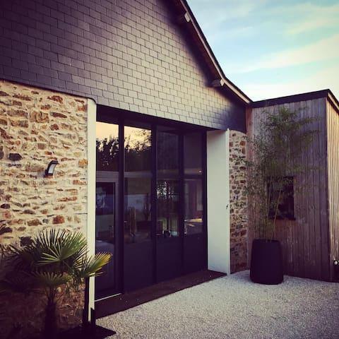 Maison de charme près hippodrome - Chambre ROUGE - Thorigné-d'Anjou - Dom