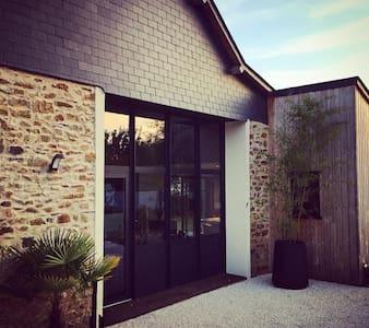 Maison de charme près hippodrome - Chambre ROUGE - Thorigné-d'Anjou