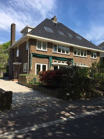 Comfortable, cosy house in a quiet neighbourhood! - Hilversum - House