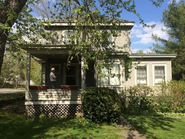 In-town, cheery, sunny, Prairie Box house blt 1900 - Damariscotta - Casa