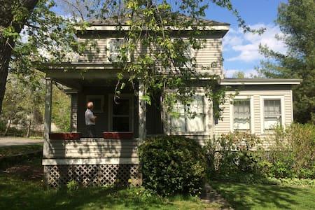 In-town, cheery, sunny, Prairie Box house blt 1900 - Damariscotta