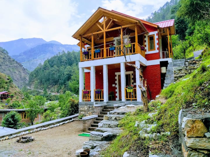 Offbeat Abodes @Tirthan Valley Two Bedroom Chalet