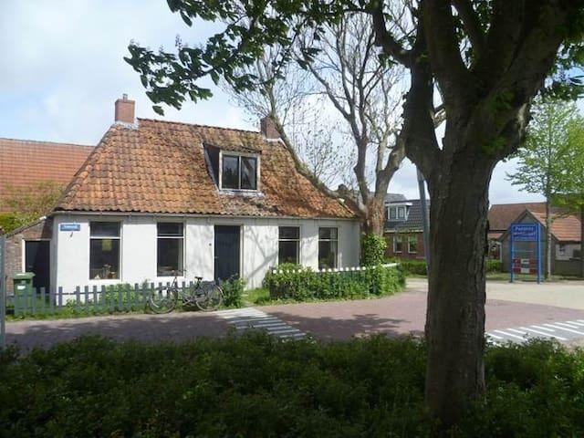 Vissershuisje in het dorp - Moddergat - House