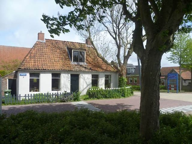 Vissershuisje in het dorp - Moddergat - Casa
