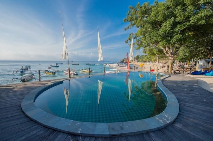 Best beach Front Club for public Nusa Lembongan