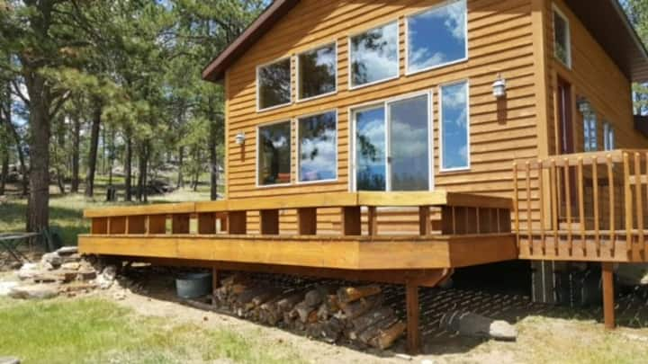 Custer Cabin - Seclusion and Convenience!