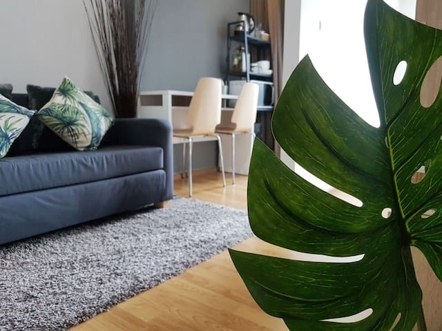 Cosy 1 BR, 5 mins from BTS Bearing  + pocket wifi
