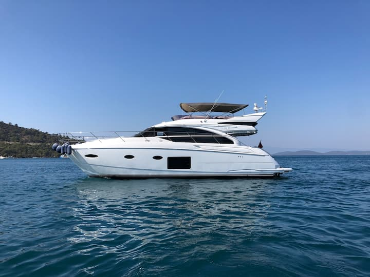Stay at a beautiful 2017 Princess 52 Fly in Bodrum