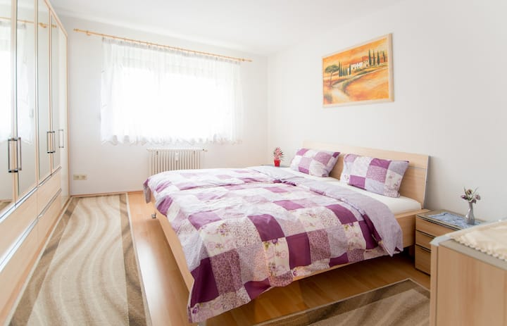 close to fair, city (bus/tram 2min) messenah