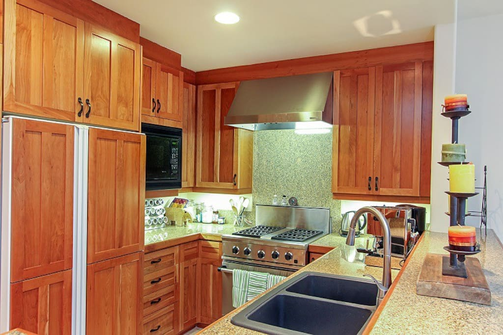 Granita 201 - Fully equipped kitchen that overlooks the dining and living area
