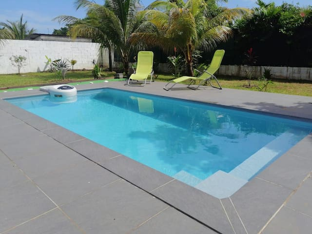 Chambre spacieuse avec piscine