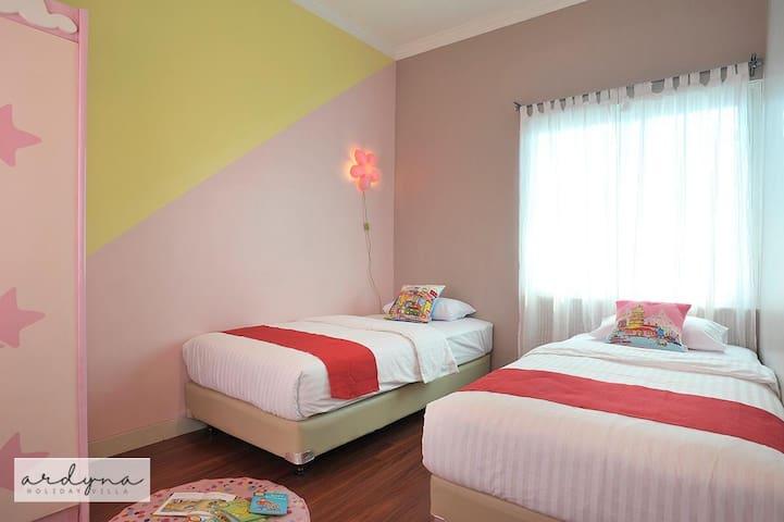Bedroom #2 | 2 single bed w/AC