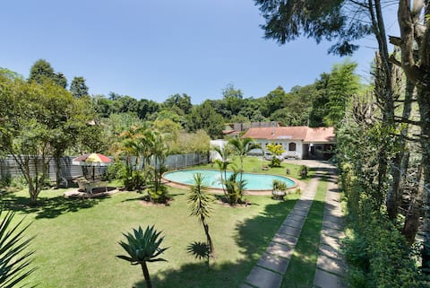Rose's Farm: swimming pool, suites and bedrooms!
