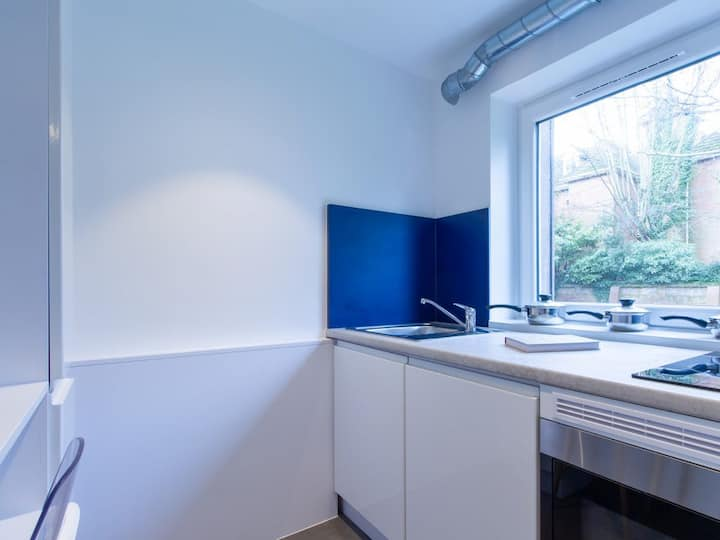 Student Only Property: Vibrant ONE BED APARTMENT - LOS 12 months 10% off