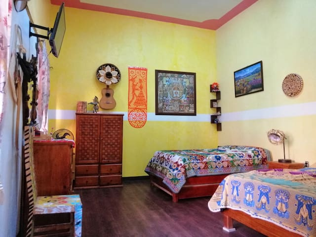 This is an entire, private apartment, with everything available for you and your family. Bedroom, kitchen, small private bathroom. A complete apartment for your family located in the historic center of Mexico City.