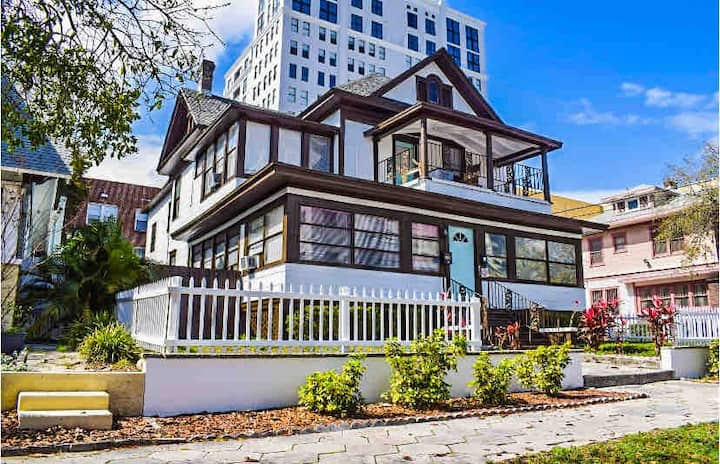Downtown St. Pete Walkable Location - #12