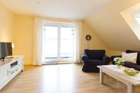 Strandnähe: Helle 85 qm-FeWo mit Balkon in N'siel - Neuharlingersiel - Wohnung