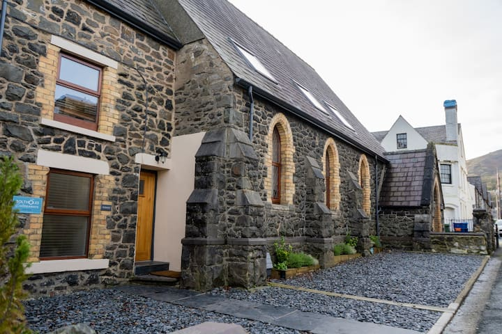 Capel Bethel, Padarn, converted chapel, sleeps 8
