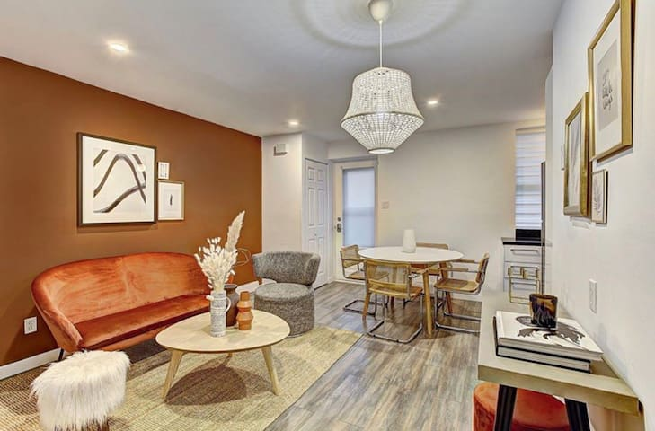 Charming 2 Bedroom nestled in Downtown Montreal
