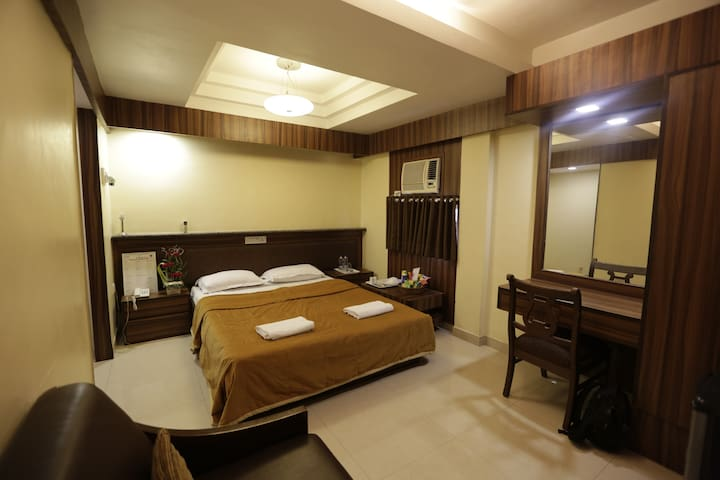 Private room no breakfast in bandra west a boutique for Best boutique hotels in mumbai