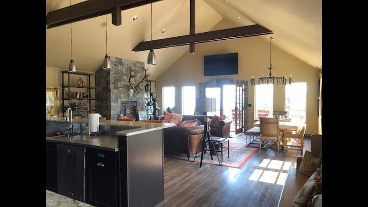 Private Gated 2 Bedroom 5 Star Luxury 3 Bath Lodge