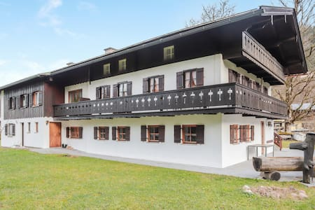 "Cosy Apartment ""Obersee"" with Balcony & Mountain View; Parking Available"