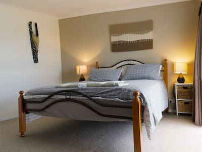 Large Airy Room with Queen Size Bed - Warrnambool - Huis