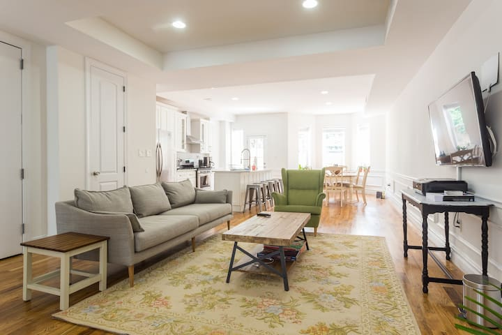 Skylight Room in 3 bedroom duplex - Brooklyn