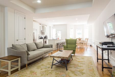 Skylight Room in 3 bedroom duplex - Brooklyn - House