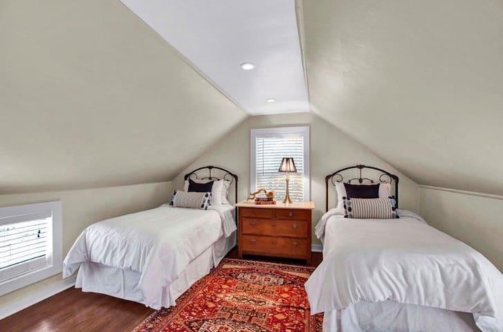 Twin beds third bedroom -Upstairs