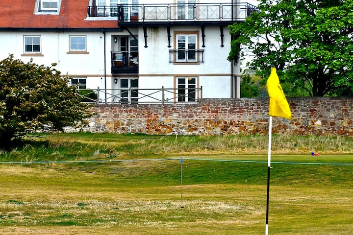 High quality apartment - stunning golf course view