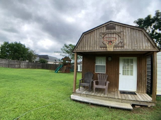 Cozy cabin close to Rucker & Enterprise shopping.