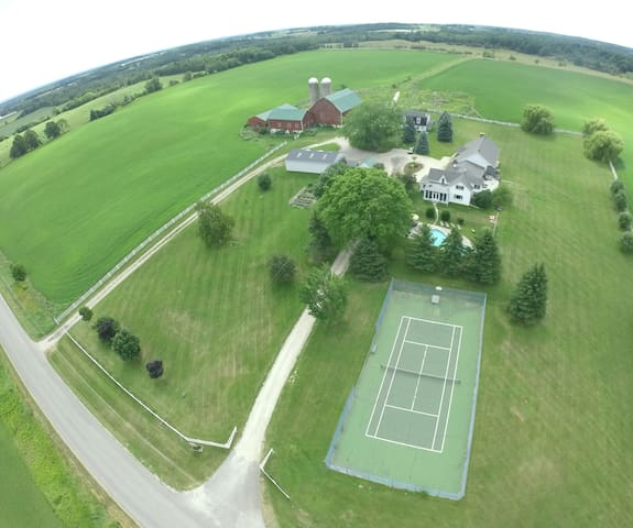 Creemore Estate w/Pool/Tennis/Hot Tub