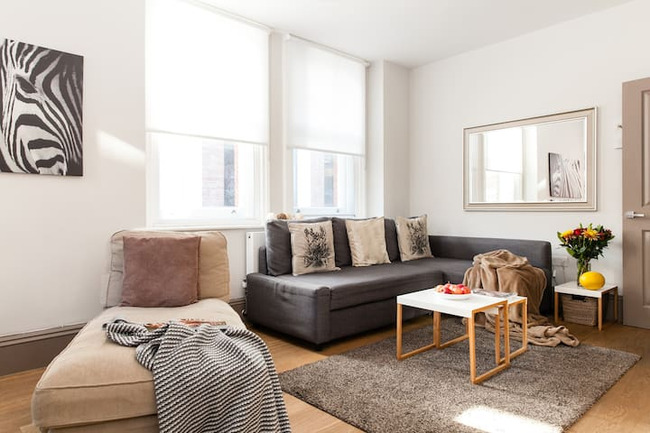 LUXURY! OXFORD CIRC. 2BEDR/3BEDS/2BATH 5min SUBWAY