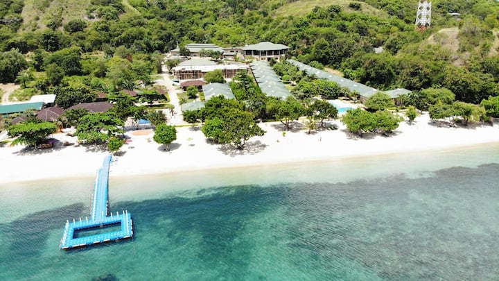 Labuan Bajo Room 2 Adult Beachfront SYlvia