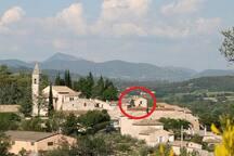 Vue du vieux village de Roaix avec le logement