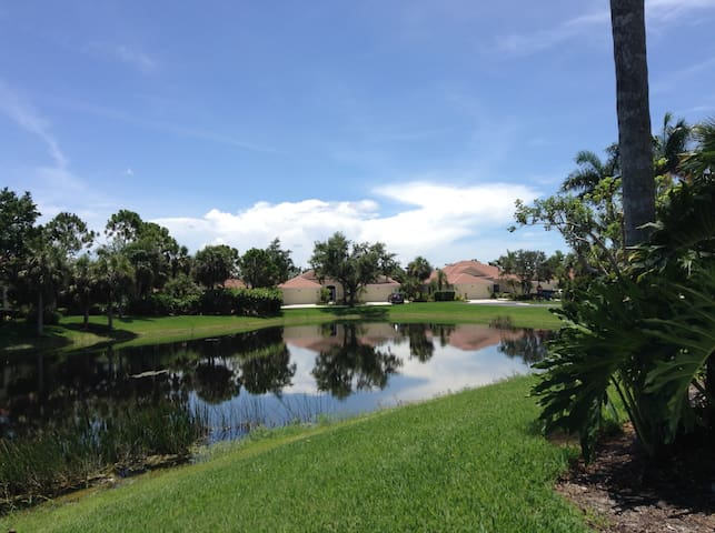 2/2 Villa + Den in Fiddler's Creek, Naples, FL