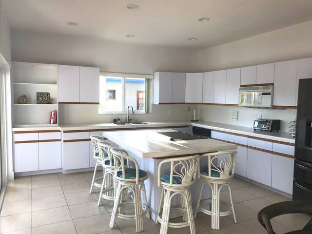 Main floor kitchen (full remodel coming Dec 2017 - new pictures to follow)