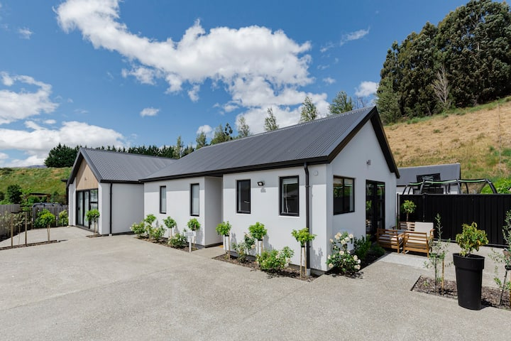 Sunny Queenstown Cottage in Shotover Country