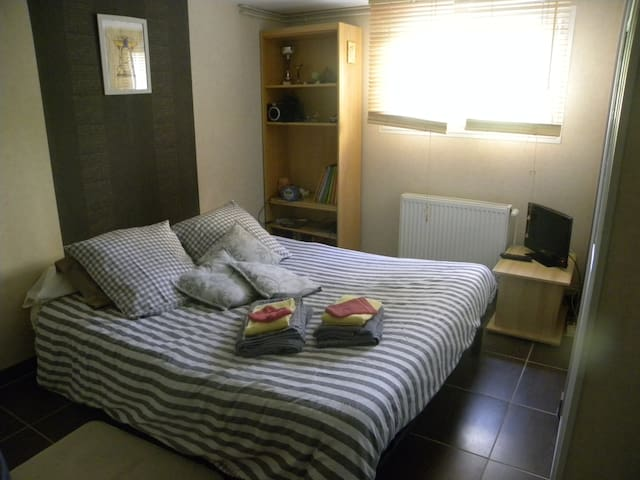 bedroom for 2 personnes with break fast