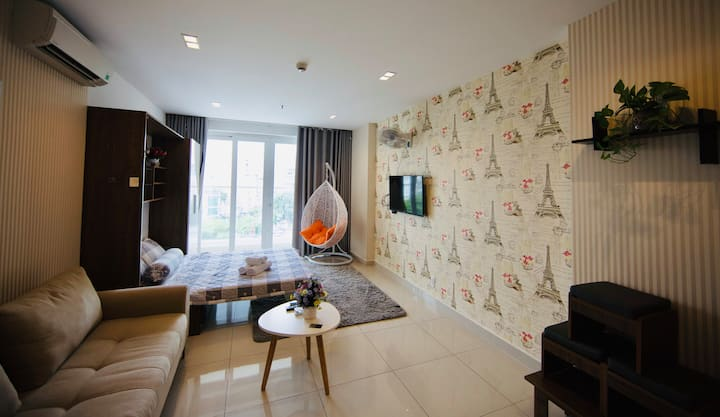 LOVELY 1BR apt near Airport-Your Holiday home!