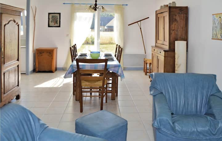 Beautiful home in Clohars Carnoet with 3 Bedrooms