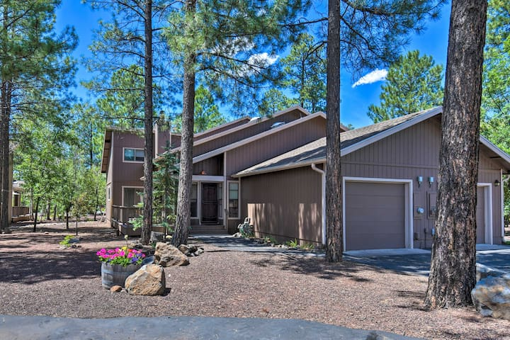 Updated Pinetop Townhome: 30 Miles to Sunrise Park