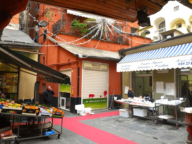 A little nest in the hood: the Real Heart of Genoa