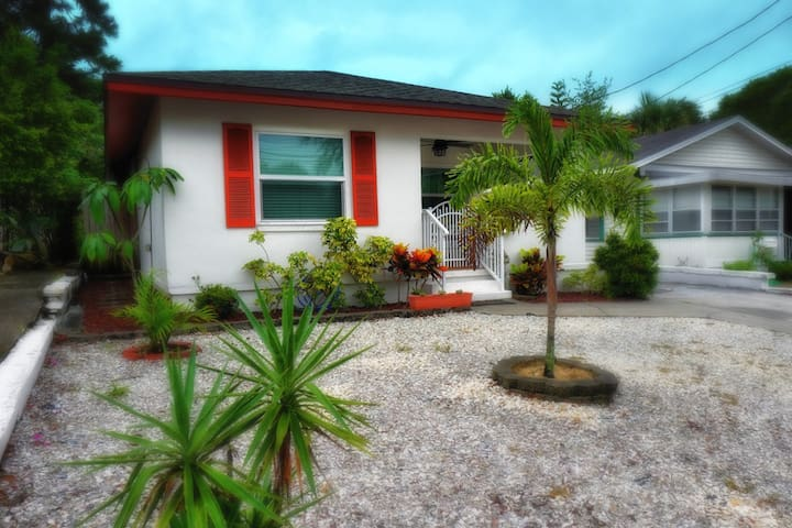 Our Gemini Place: Comfort & Charm in Old Tarpon