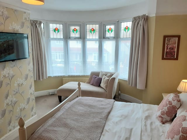 Cayton House -Quality stay, breakfast included.